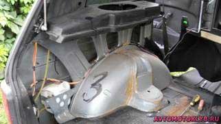 Окрашенный метал автомобиля Нива